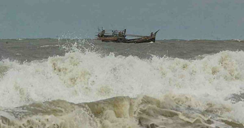 sea-is-rough-because-of-the-cyclonic-storm-2200a212c332ce1eec3b05a158b3dae71631609249.jpg