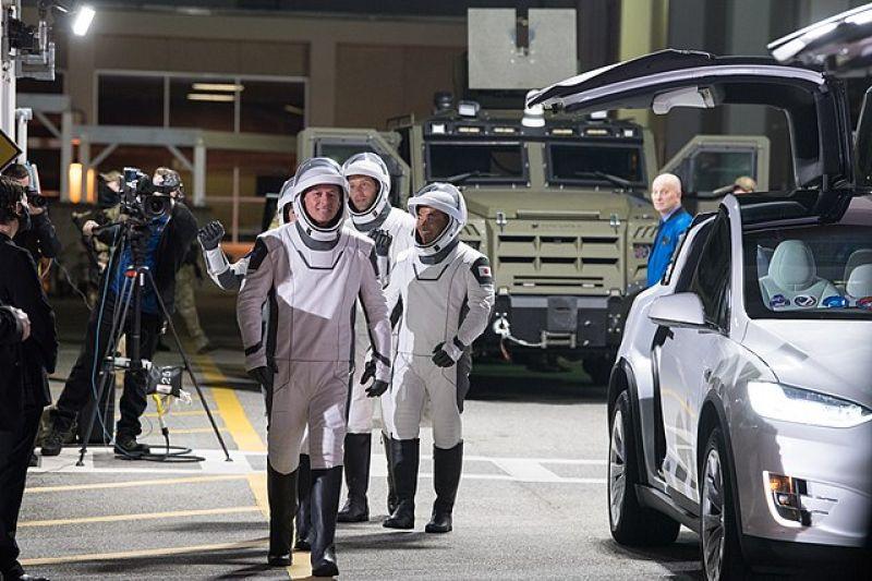 spacex-crew-2-crew-walkout-63f7a11c9da6fa77c4da071dbc073e241632039512.jpg